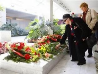 Φωτογραφία για Κηδεύτηκε η χήρα του Τίτο