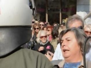 Φωτογραφία για Βουλευτής του ΣΥΡΙΖΑ στη Θεσσαλονίκη καταγγέλει ότι χτυπήθηκε από τα ΜΑΤ