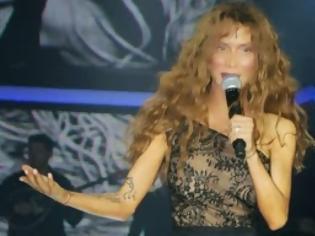 Φωτογραφία για Το KAYΤΟ φόρεμα της ΠΑΟΛΑ με τα φτερά... που ΤΡΕΛΑΝΕ κόσμο χθες το βράδυ!