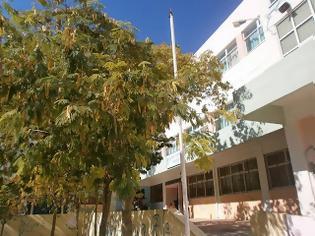 Φωτογραφία για Καταγγελία αναγνώστη: Θεώρησαν σωστό να μην αναρτήσουν Ελληνική σημαία σε σχολείο την ημέρα της Εθνικής Γιορτής