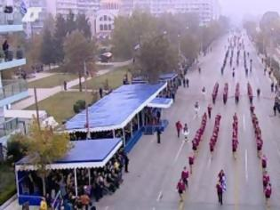 Φωτογραφία για Σε εξέλιξη η στρατιωτική παρέλαση - Ομίχλη και κάγκελα παντού