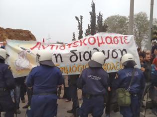 Φωτογραφία για Διαμαρτυρία ΣΥΡΙΖΑ - ΑΝΤΑΡΣΥΑ στην παρέλαση της Θεσσαλονίκης