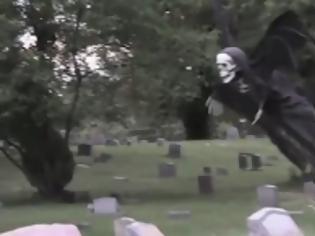 Φωτογραφία για Φρικιαστικό βίντεο: Η φάρσα που έκανε τους πάντες να τρέχουν να κρυφτούν από τρόμο