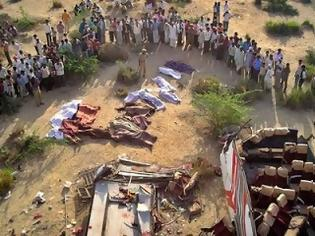 Φωτογραφία για Ινδία: Δεκάδες νεκροί από φωτιά σε λεωφορείο