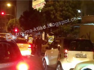 Φωτογραφία για ΣΥΜΒΑΙΝΕΙ ΤΩΡΑ: Ντου αστυνομικών στη πιάτσα ταξί του Φιξ
