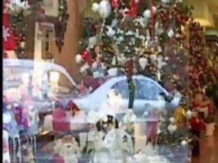 Φωτογραφία για Πρόωρα Χριστούγεννα ήρθαν στη Θεσσαλονίκη - Απεγνωσμένες προσπάθειες να τονωθεί η αγορά