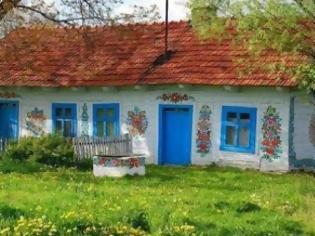 Φωτογραφία για Γνωρίστε το πιο χαριτωμένο χωριό στην Ευρώπη... με ζωγραφισμένα σπιτάκια! [Photos]