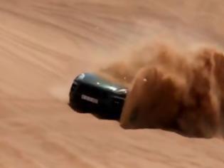Φωτογραφία για Η νέα Porsche Macan δεν μασάει ούτε στην έρημο [Video]