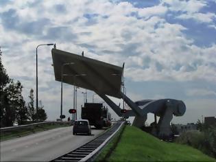 Φωτογραφία για Ιπτάμενη... γέφυρα στην Ολλανδία [Video]