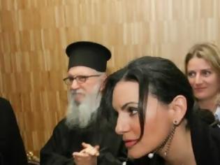 Φωτογραφία για Όταν η Όλγα Κεφαλογιάννη σκύβει κολάζει και παπά! [photo]