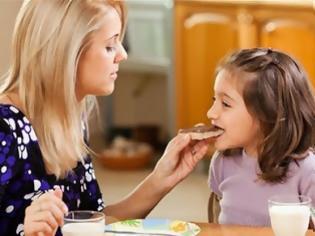Φωτογραφία για Δες τη λίστα με τα συνηθέστερα λάθη που κάνεις με το φαγητό του παιδιού σου