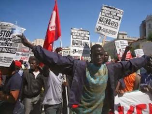 Φωτογραφία για Σκάνδαλο: Πληρώνουμε εκατομμύρια για δάνεια λαθρομεταναστών!