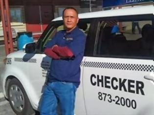 Φωτογραφία για Οδηγός ταξί βρήκε 300.000 δολάρια και τα επέστρεψε