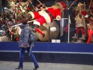 Φωτογραφία για Σε εορταστικούς ρυθμούς τα καταστήματα: Ποιες μέρες και ώρες θα είναι ανοιχτά