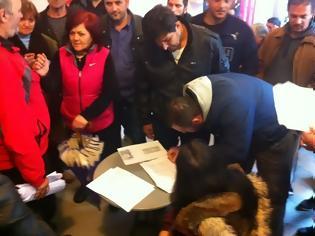 Φωτογραφία για Αγρίνιο: Πάνω από 700 άτομα έδωσαν 25 ευρώ αντί για τέλη κυκλοφορίας!