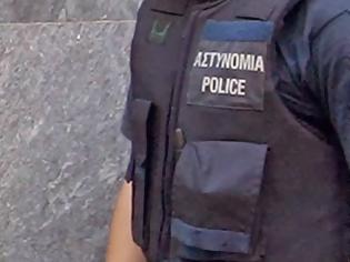 Φωτογραφία για 100 ευρώ πρόστιμο σε όποιον αστυνομικό φοράει το εθνόσημο! Τι λένε οι ίδιοι οι αστυνομικοί