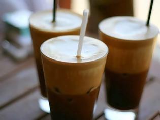 Φωτογραφία για Προσοχή: Δείτε τι προκαλεί το γάλα στον καφέ...