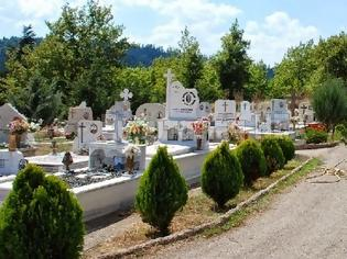 Φωτογραφία για Kαταγγέλλει βεβήλωση τάφου στο Μεγάλο χωριό
