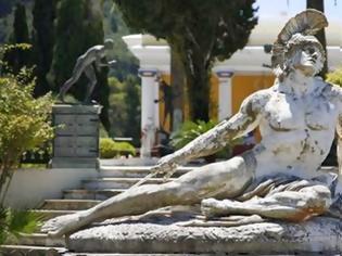 Φωτογραφία για Μνημεία χαρακτηρίστηκαν τα γλυπτά στο Αχίλλειο της Κέρκυρας
