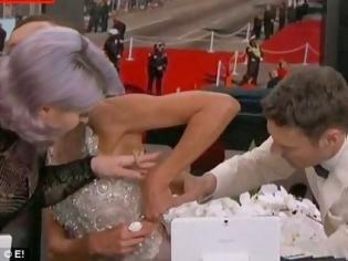 Φωτογραφία για Έσπασε το φερμουάρ πασίγνωστης παρουσιάστριας on air!