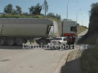 Φωτογραφία για Φορτηγό συγκρούστηκε με ΙΧ στη Στυλίδα