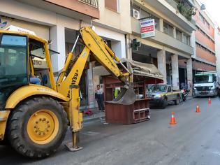 Φωτογραφία για Πάτρα: Συνεχίστηκε το γκρέμισμα ορφανών περιπτέρων - Δείτε σε ποιους δρόμους