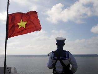 Φωτογραφία για Μαχητικά αεροσκάφη της Κίνας πάνω από εξέδρα εξόρυξης πετρελαίου του Βιετνάμ