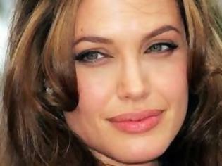 Φωτογραφία για Η Angelina πήγε στην πρεμιέρα του Brad Pitt καλυμμένη με πούδρα! [photos]