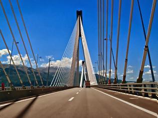 Φωτογραφία για Πάτρα: Συνελήφθησαν τέσσερις φοιτητές γιατί φωτογράφιζαν τη Γέφυρα Ρίου - Αντιρρίου!