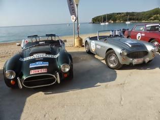 Φωτογραφία για Οι Βέλγοι γυρνούν την Ελλάδα με τα κλασσικά αυτοκίνητα τους [video]