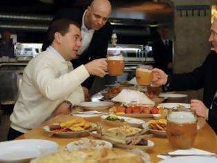 Φωτογραφία για Ήπιε τα μπυρόνια του ο Πούτιν την Πρωτομαγιά