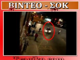 Φωτογραφία για ΒΙΝΤΕΟ - ΣΟΚ: Οδηγός ταξί πατάει πελάτη του μετά από διαπληκτισμό!