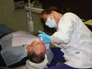Φωτογραφία για ΑΠΙΣΤΕΥΤΟ: Οδοντίατρος νάρκωσε τον πρώην της και του ξερίζωσε όλα τα δόντια!