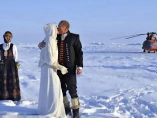 Φωτογραφία για Ενώθηκαν με τα δεσμά του γάμου στο Βόρειο Πόλο!