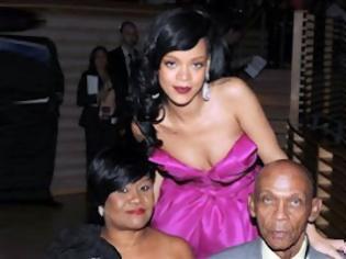 Φωτογραφία για Η Rihanna διασκεδάζει σε στριπτιτζάδικο