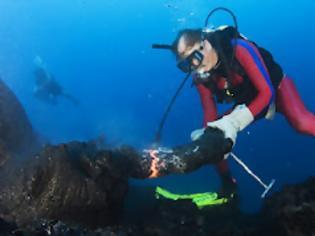 Φωτογραφία για Γλυπτά από καυτή λάβα στα βάθη του ωκεανού!