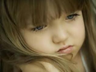 Φωτογραφία για Γονείς ΠΡΟΣΟΧΗ!  Γιατί δεν πρέπει ποτέ να πούμε στο παιδί μας τη φράση: «Δώσε ένα φιλί στο θείο»