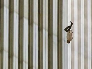 Φωτογραφία για Δίδυμοι Πύργοι: Η άγνωστη ιστορία του ανθρώπου που έπεσε από 106ο όροφο... [photos]
