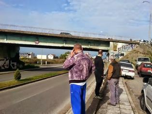 Φωτογραφία για ΑΓΡΙΝΙΟ: Χαροπαλεύει γυναίκα που έπεσε στο κενό από τη γέφυρα