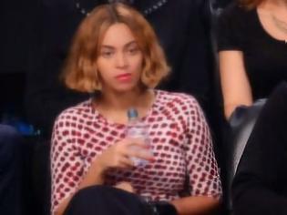 Φωτογραφία για Τι έχει συμβεί με την Beyonce; Δείτε το βίντεο που έχει προκαλέσει τεράστια ανησυχία στους θαυμαστές της [video]