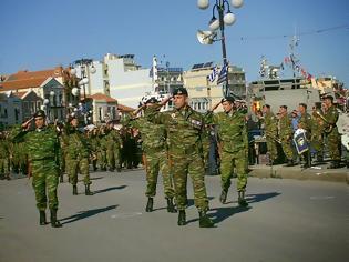 Φωτογραφία για Πλήθος κόσμου τίμησε την απελευθέρωση της Μυτιλήνης με εκδηλώσεις και παρέλαση στην προκυμαία (ΦΩΤΟ)