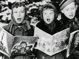 Φωτογραφία για Η ρομαντική ιστορία που κρύβουν τα Πρωτοχρονιάτικα κάλαντα