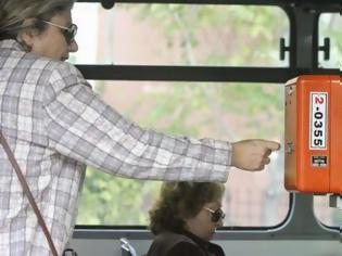 Φωτογραφία για Ο ελεγκτής που έκανε τους επιβάτες να ξεσπάσουν σε χειροκροτήματα!