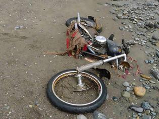 Φωτογραφία για Ιάπωνας βρήκε την μοτοσυκλέτα που είχε χάσει στο τσουνάμι... στον Καναδά!