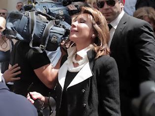 Φωτογραφία για Η Γιάννα φόρεσε στο λαιμό το… μισό δημόσιο χρέος!