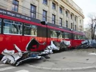 Φωτογραφία για Boυκουρέστι: Πάνω από 20 τραυματίες σε σύγκρουση βαγονιών τραμ