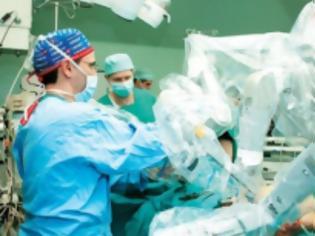 Φωτογραφία για Απίστευτο! Σηκώθηκε από το χειρουργείο και έδειρε τους γιατρούς!