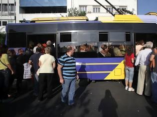 Φωτογραφία για Ελεγκτής τρόλεϊ σε αλλοδαπούς: «Εγέρθητω, ρε, εδώ είναι Ελλάδα»