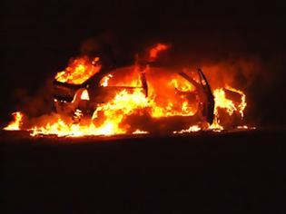 Φωτογραφία για Φωτιά έπιασε αυτοκίνητο σε παράδρομο της Λεωφόρου Κηφισίας