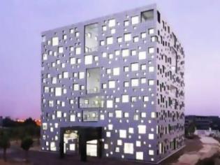Φωτογραφία για ΔΕΙΤΕ: Ένα κτίριο με 1.000 παράθυρα!